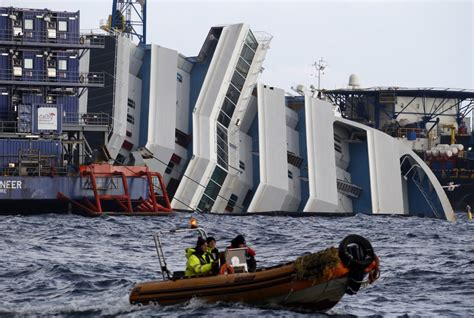 Costa Concordia Victims 'Doomed by Titanic-Style Lifeboat