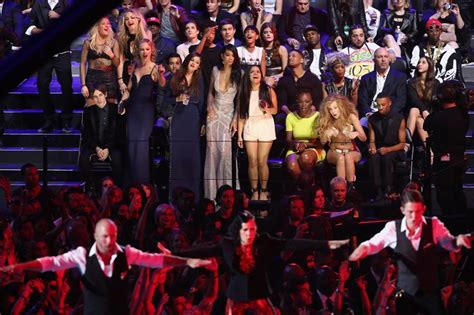 Taylor Swift's reaction to Harry Styles at the VMAs|Lainey